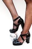 De benen van dansers met discobal royalty-vrije stock afbeeldingen