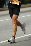 De benen van de atleet het lopen Stock Afbeeldingen