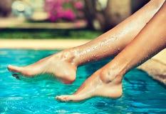 De benen van de bevallige vrouw Stock Fotografie