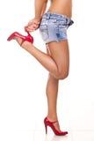 De benen van de lange vrouw in hoge hielen Stock Afbeeldingen