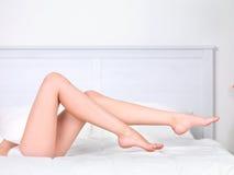 De benen van de mooie vrouw royalty-vrije stock afbeeldingen