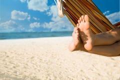 De benen van de vrouw op hangmat Royalty-vrije Stock Foto