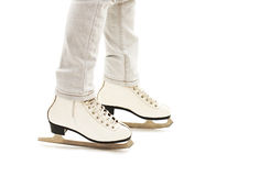 De Benen van het meisje in Witte Schaatsen Royalty-vrije Stock Foto
