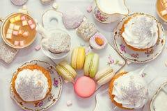 De benoemingen van de de winterlijst met makarons en snoepjes Royalty-vrije Stock Foto's