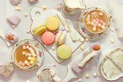 De benoemingen van de de winterlijst met makarons en snoepjes Stock Afbeeldingen