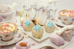 De benoemingen van de de winterlijst met makarons en snoepjes Royalty-vrije Stock Foto
