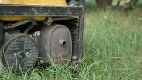 De benzine dreef Draagbare Generator aan stock footage