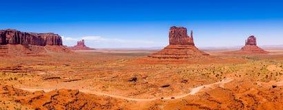 De berömda buttesna av monumentdalen USA Arkivfoton