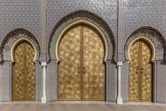 De berömda guld- dörrarna av Palais Royale i Fez arkivfoton