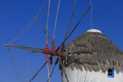 De berömda Mykonos väderkvarnarna Arkivfoton