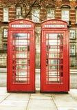 De berömda röda telefonkabinerna i London Royaltyfri Bild