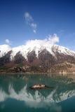 De berg & het meer van de sneeuw Stock Foto's