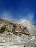 De berg barstte lichtjes vóór Grondverschuiving op Karakoram-Wegbergketen los Royalty-vrije Stock Afbeelding