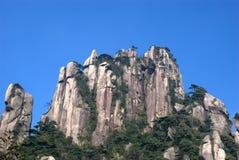 De berg en de hemel van de rots Stock Foto