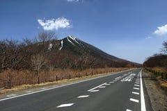 De berg en de hemel van de weg Royalty-vrije Stock Foto's