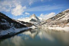 De berg en het meer van de sneeuw Royalty-vrije Stock Fotografie