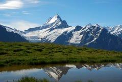 De berg en het meer van de sneeuw Royalty-vrije Stock Foto