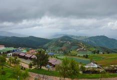 De berg Phu Thap Boek is de naam van Hmong-dorp in Thailand Stock Afbeelding