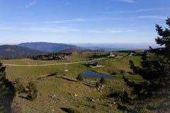 De berg traditionele hutten van Velikaplanina Royalty-vrije Stock Afbeeldingen