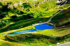 De Berg van Alpen Tirol, Oostenrijk Autosnelwegweg Mountain Lake Stock Foto