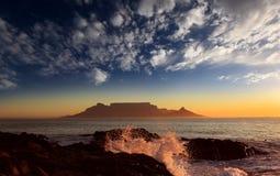 De berg van de lijst met wolken, Kaapstad stock foto's