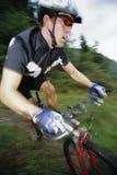 De berg van de mens het biking Stock Foto