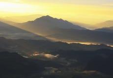 De berg van de schaduw in avond na zonsondergang Stock Fotografie