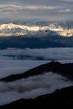 De berg van de sneeuw, overzees van wolken Stock Foto