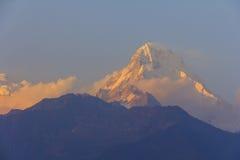 De berg van het Annapurnazuiden met zonsondergangmening van beroemde Gorepani, Stock Foto's