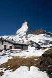 De berg van Matterhorn en kleine hut Stock Afbeelding
