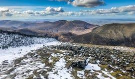 De berg van Slievedonard met sneeuw Stock Fotografie