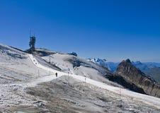 De berg van Titlis die met sneeuw wordt behandeld Royalty-vrije Stock Afbeeldingen