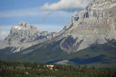 De Berg van zeven Zusters en Berg Crowsnest Royalty-vrije Stock Afbeeldingen