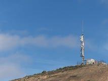 De bergbovenkant van de telecommunicatiemast Royalty-vrije Stock Foto