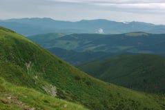 De bergen en de heuvels van de zomer Royalty-vrije Stock Afbeelding