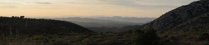 De bergen en de heuvels van het panorama Stock Afbeelding