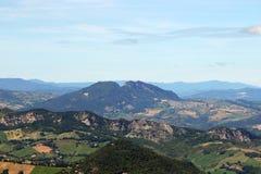 De bergen en de heuvels van San Marino Stock Fotografie