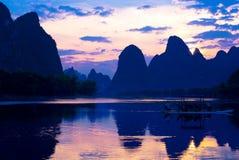 Guilinbergen en rivieren Royalty-vrije Stock Afbeeldingen