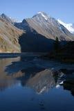 De bergen en het meer van Altai Stock Foto's