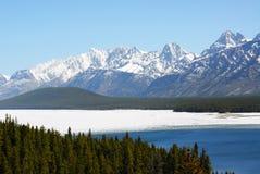 De bergen en het meer van de sneeuw Royalty-vrije Stock Afbeelding