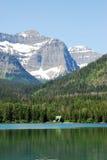 De bergen en het meer van de sneeuw royalty-vrije stock foto