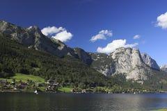 De bergen en het meer van Oostenrijk Stock Foto
