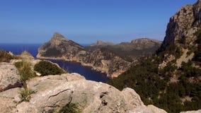 De bergen en het Middellandse Zee mooie Eiland Mallorca stock videobeelden