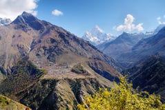 De Bergen Nepal van Himalayagebergte Stock Afbeelding