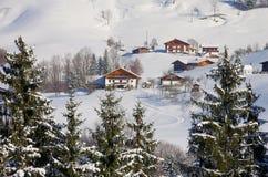 De bergen van alpen in de winter stock afbeelding