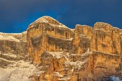 De bergen van de badiavallei van het Monte croce dolomiet bij zonsondergang royalty-vrije stock foto