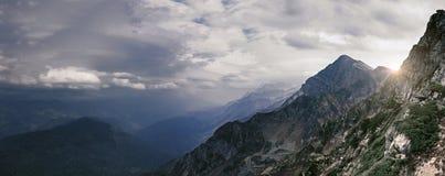 De bergen van de Kaukasus Bergpieken van de Kaukasus Stock Afbeelding