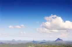 De Bergen van de Kust van de zonneschijn Stock Foto