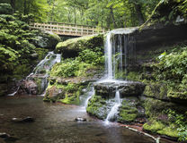 De Bergen van Diamond Notch Water Falls - Catskill- Stock Afbeeldingen