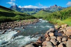 De Bergen van Drakensberg stock afbeeldingen